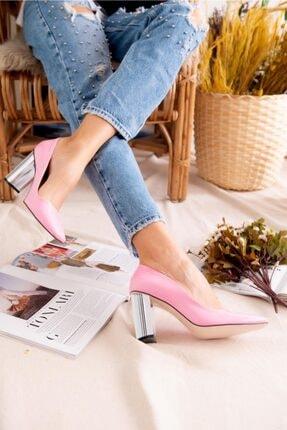 Jilberto Kadın Pembe Parlak Rugan Topuk Detaylı Ayakkabı 3