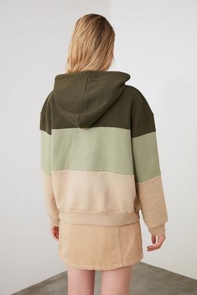 TRENDYOLMİLLA Haki Renk Bloklu Şardonlu Basic Örme Sweatshirt TWOAW20SW0792 3
