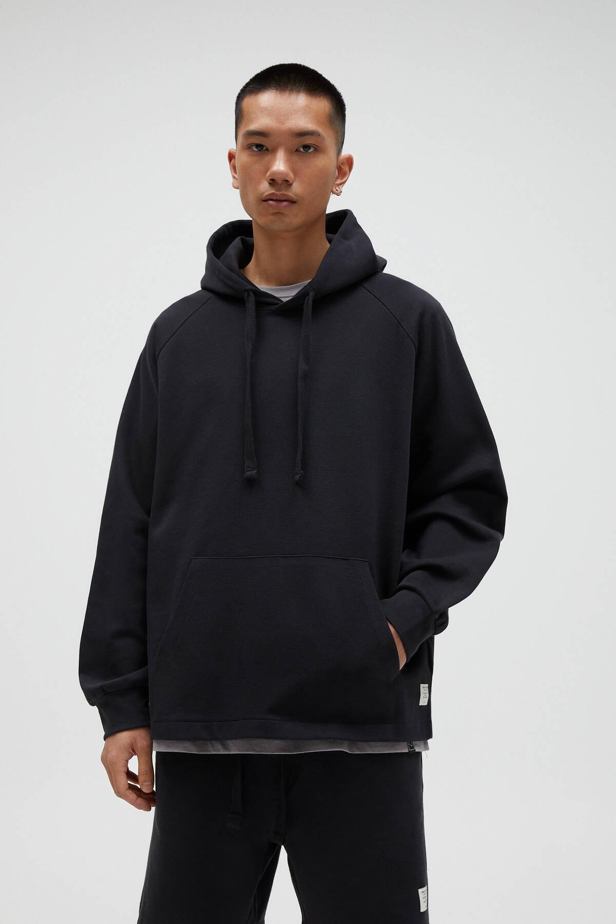 Pull & Bear Erkek Siyah Basic Comfort Fit Kapüşonlu Sweatshirt - En Az %75 Organik Pamuklu 04592900 0