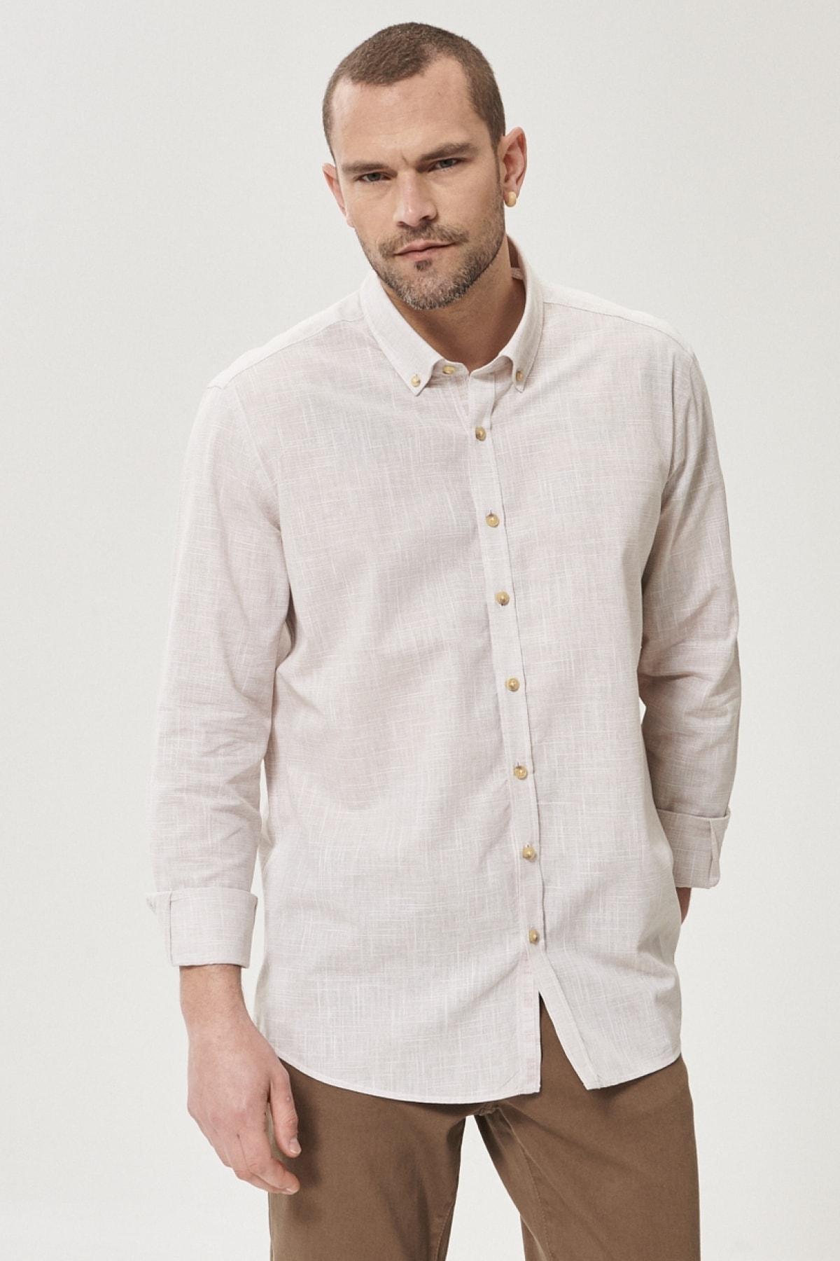 Erkek Bej Tailored Slim Fit Dar Kesim Düğmeli Yaka %100 Koton Gömlek