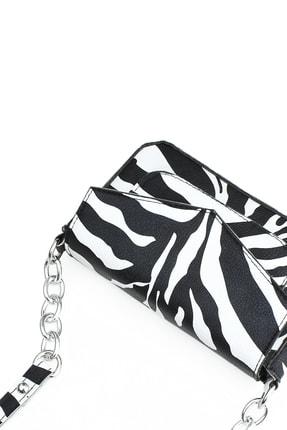 Housebags Kadın Zebra Desenli Zincir Detaylı Çapraz Askılı Çanta 196 3
