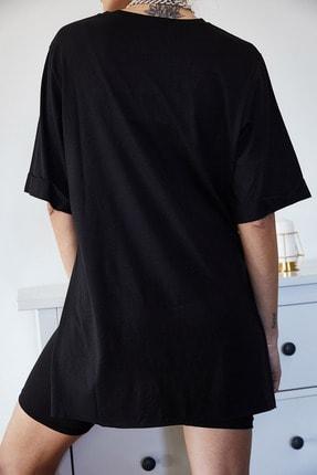 Xena Kadın Siyah Baskılı Yırtmaçlı Boyfriend T-Shirt 1KZK1-11149-02 4