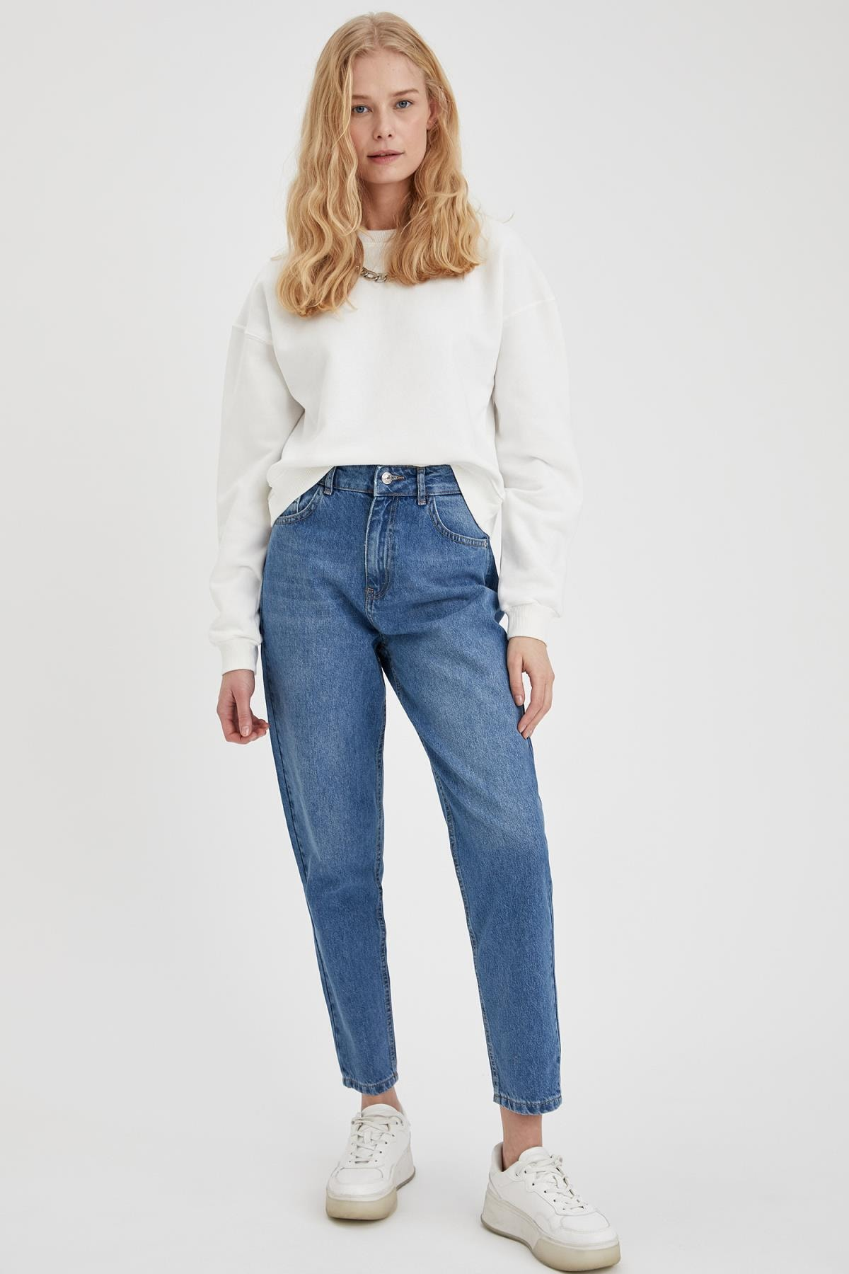 Kadın Mavi Mom Fit Yıkamalı Jeans
