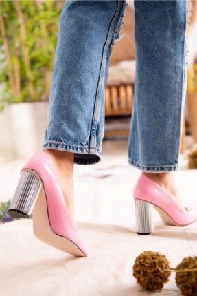 Jilberto Kadın Pembe Parlak Rugan Topuk Detaylı Ayakkabı 4
