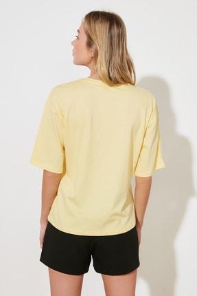 TRENDYOLMİLLA Sarı Baskılı Loose Kalıp %100 Organik Pamuk Örme T-Shirt TWOSS21TS2380 4