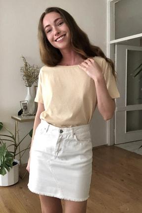 TRENDYOLMİLLA Bej %100 Pamuk Süprem Kayık Yaka Boyfriend Örme T-Shirt TWOSS20TS0140 2