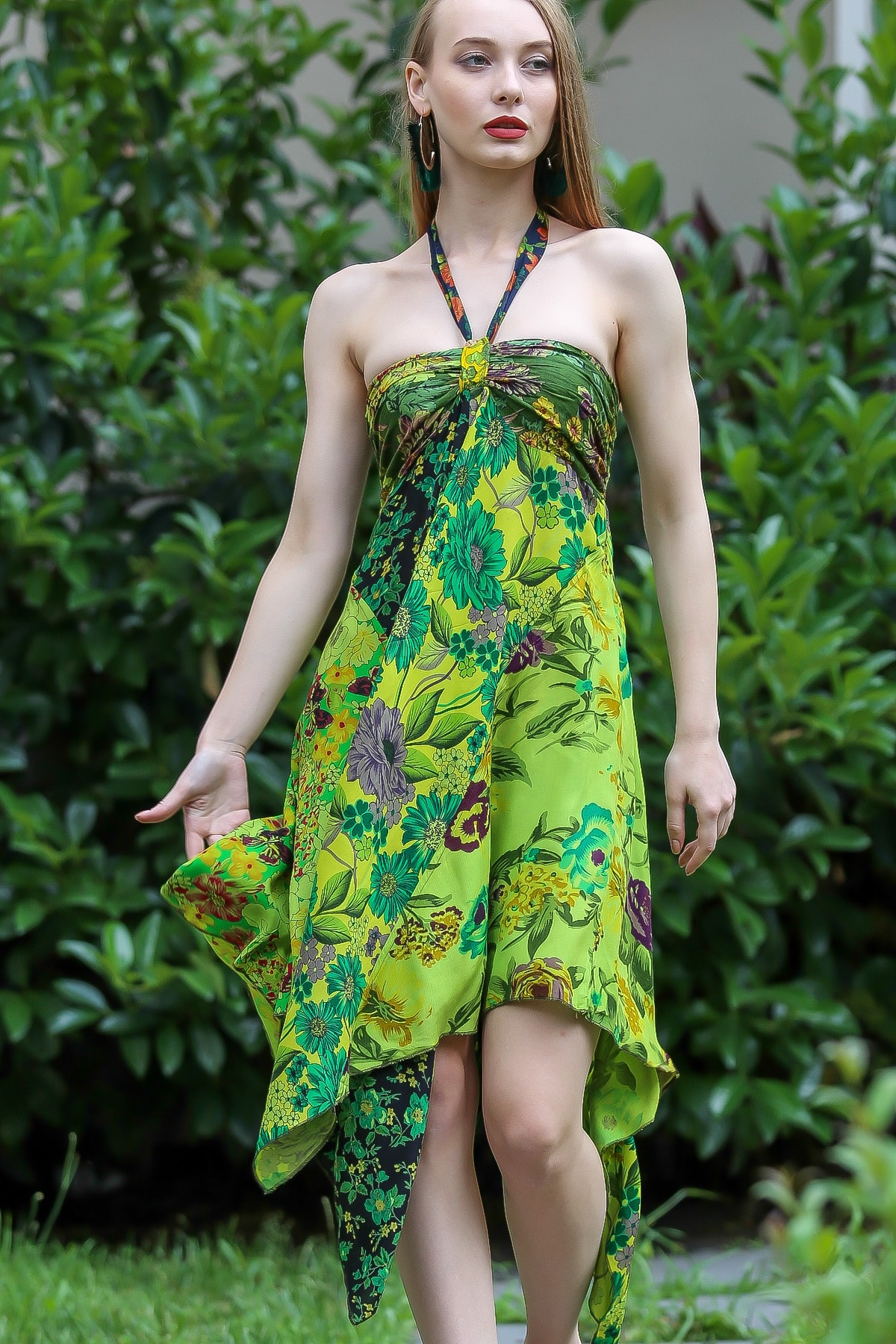 Chiccy Kadın Yeşil Bohem Straplez Boyundan Bağlamalı Patch Work Çiçekli Asimetrik Elbise M10160000EL96642 1