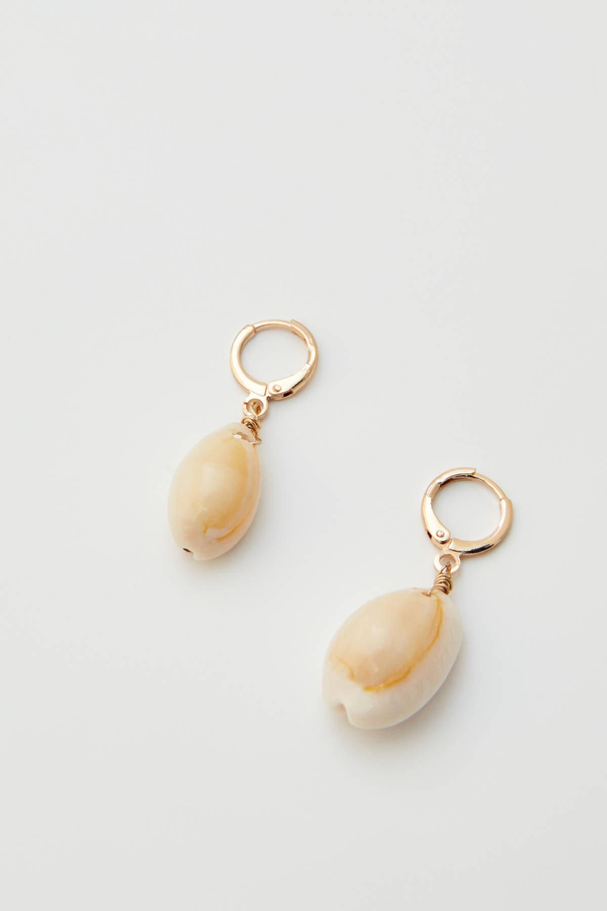 Pull & Bear Kadın Altın Rengi Çok Renkli Parlak Taşlı Deniz Kabuğu Küpe 09996315 3