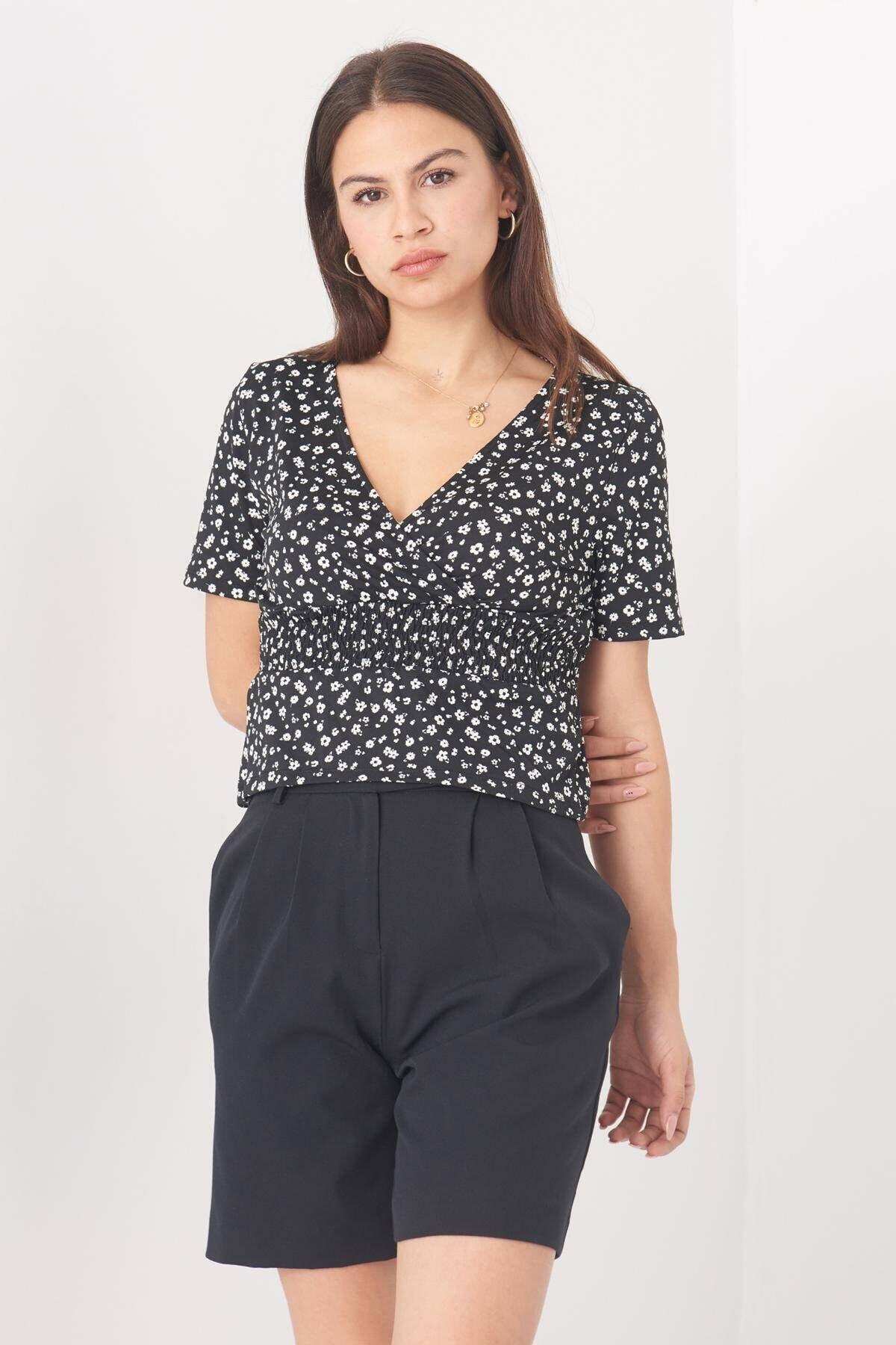 Addax Kadın Siyah Çiçek Desenli Kruvaze Bluz B0998 - W13 ADX-0000022549