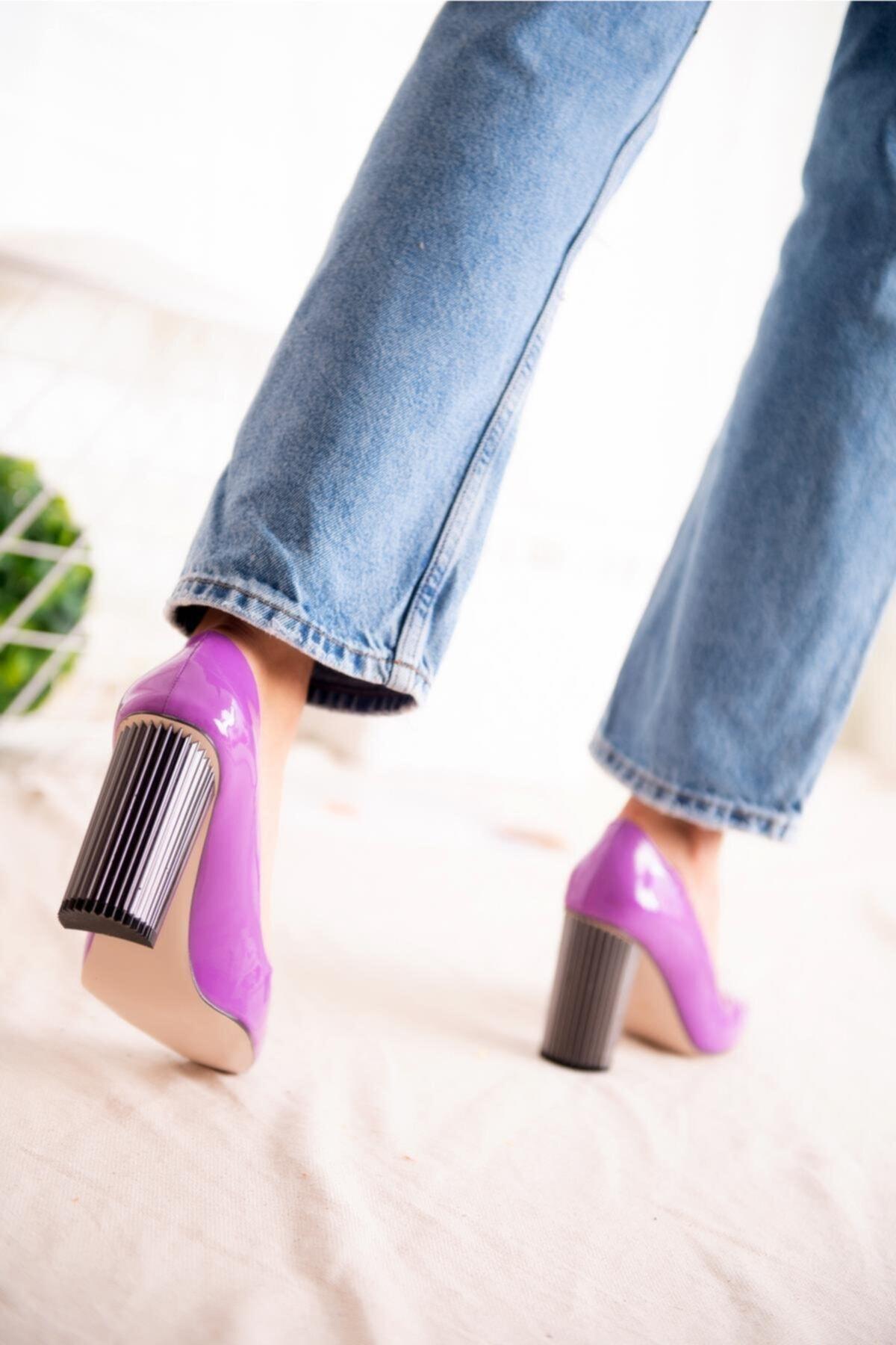 Jilberto Lainey Lila Parlak Rugan Topuk Detaylı Ayakkabı