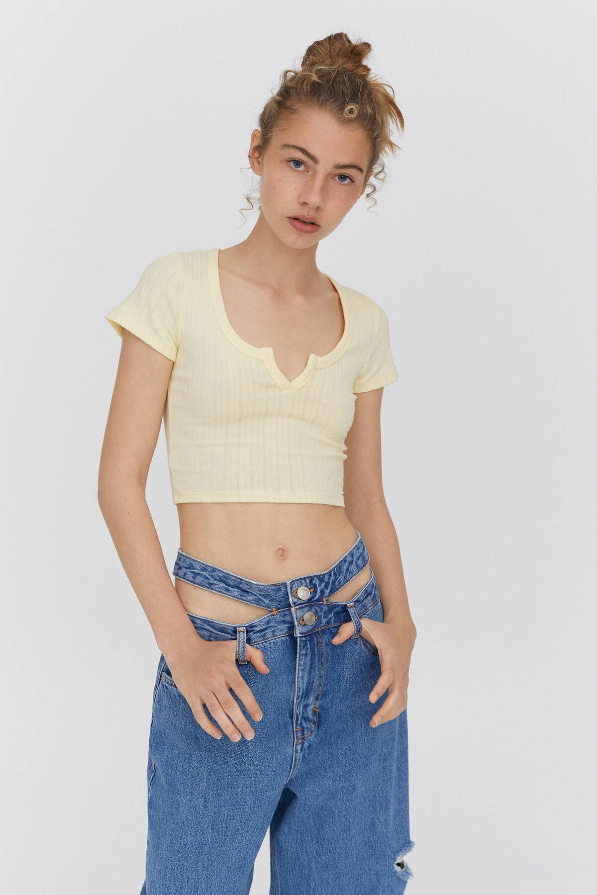 Pull & Bear Kadın Sarı Açıklık Detaylı Yakalı T-Shirt 0