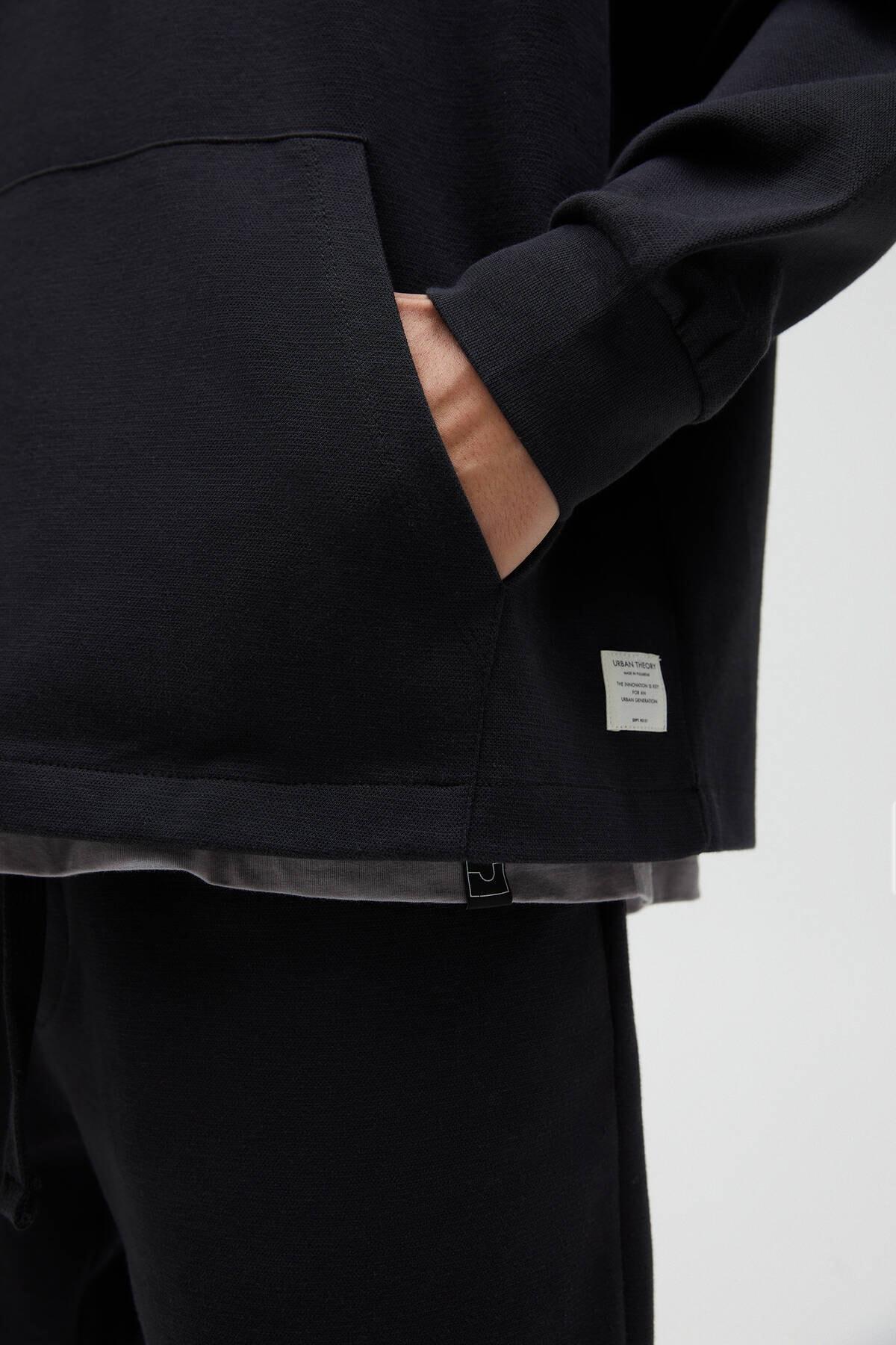 Pull & Bear Erkek Siyah Basic Comfort Fit Kapüşonlu Sweatshirt - En Az %75 Organik Pamuklu 04592900 1