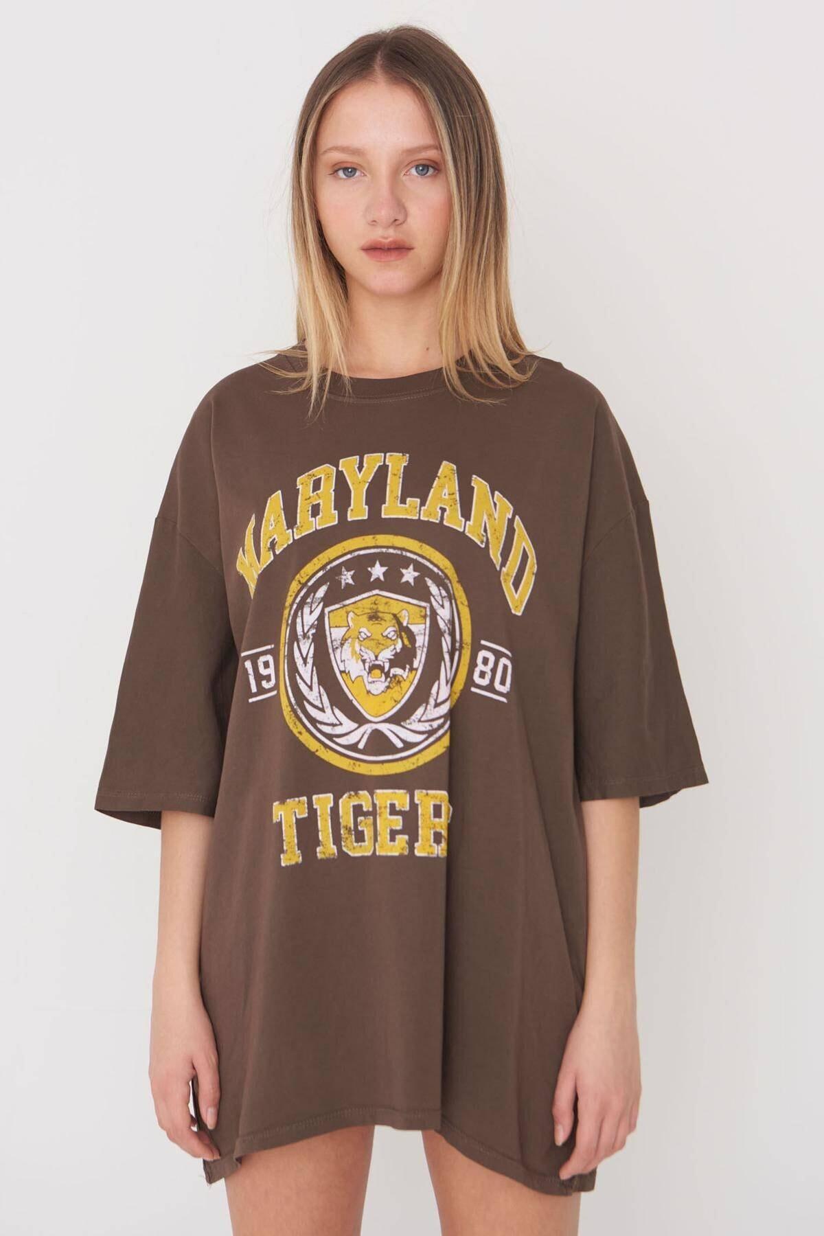Addax Kadın Kahve Baskılı Oversize T-Shirt P9546 - B5 Adx-0000023996 2