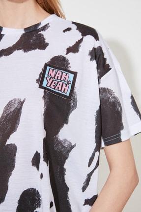 TRENDYOLMİLLA Beyaz Baskı Detaylı Örme T-Shirt TWOSS20TS0787 3