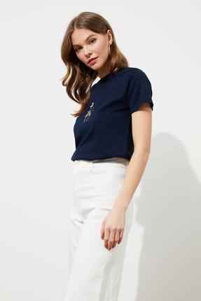 TRENDYOLMİLLA Lacivert Nakışlı Basic Örme T-Shirt TWOSS20TS0553 1