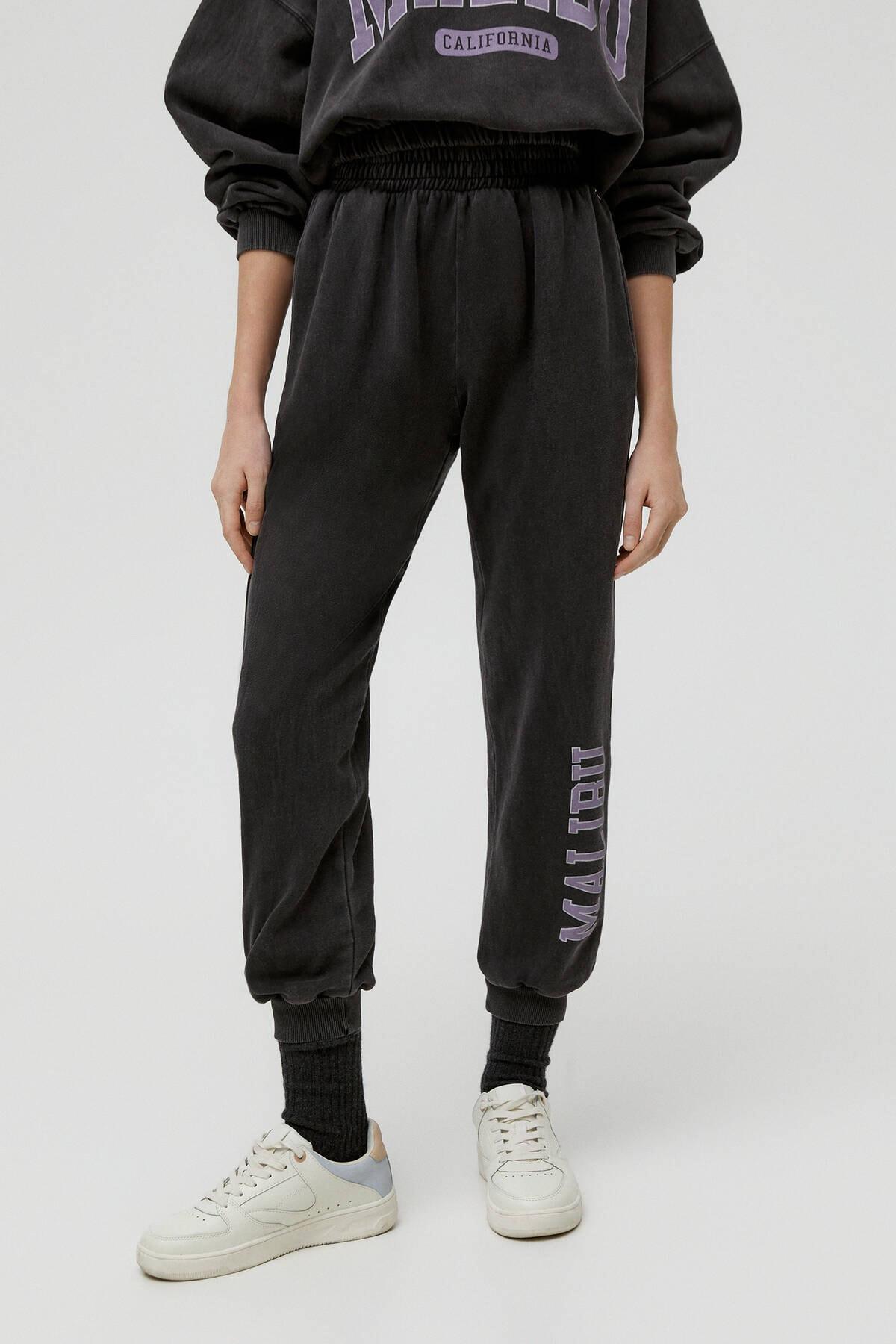 Pull & Bear Kadın Soluk Siyah Miami Sloganlı Jogging Fit Pantolon 04677303 1