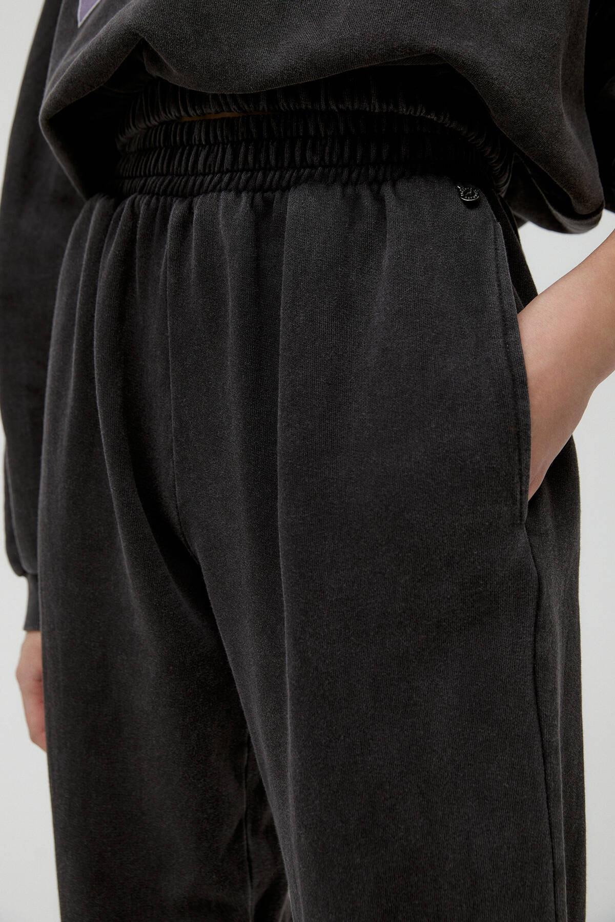 Pull & Bear Kadın Soluk Siyah Miami Sloganlı Jogging Fit Pantolon 04677303 4