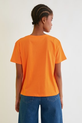 TRENDYOLMİLLA Turuncu Semifitted Nakışlı Örme T-Shirt TWOSS21TS0338 4