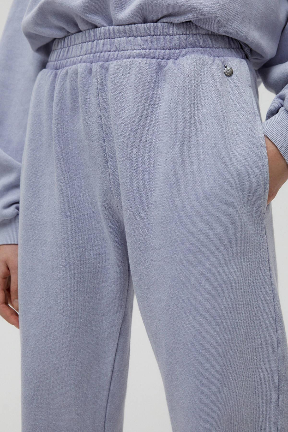 Pull & Bear Kadın Küllü Gri Hawaii Sloganlı Jogging Fit Pantolon 04677302 4