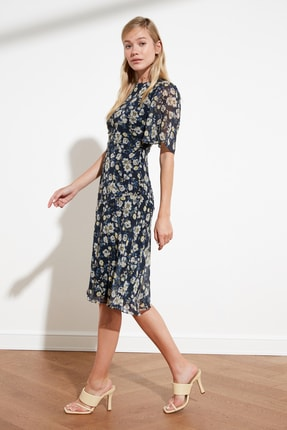 TRENDYOLMİLLA Lacivert Çiçek Desenli Elbise TWOSS20EL0908 2
