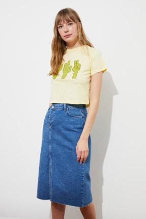 TRENDYOLMİLLA Sarı Baskılı Crop Örme T-Shirt TWOSS21TS2445 2