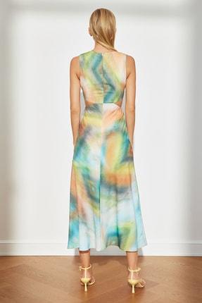 TRENDYOLMİLLA Çok Renkli Desenli Dekolteli Elbise TWOSS21EL3578 4