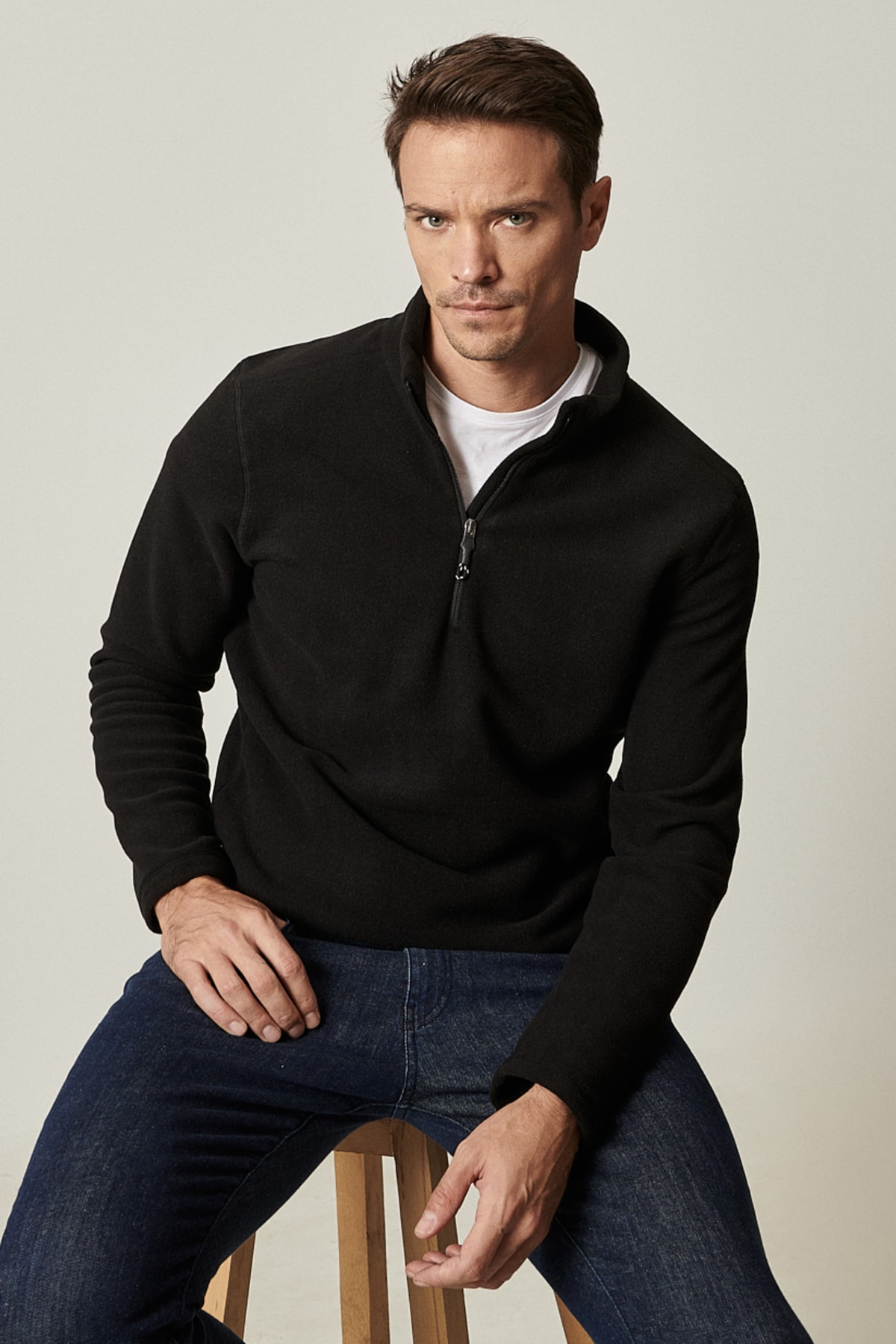 Erkek Siyah Standart Fit Günlük Rahat Fermuarlı Bato Yaka Spor Polar Sweatshirt