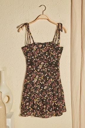 TRENDYOLMİLLA Siyah Çiçek Desenli Askılı Elbise TWOSS20EL3165 0