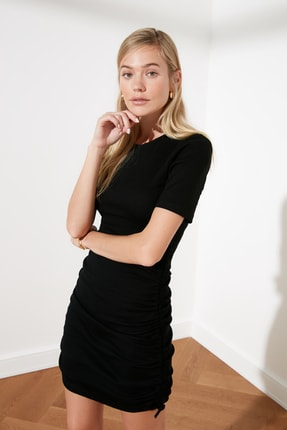 TRENDYOLMİLLA Siyah Yanları Büzgülü Örme Elbise TWOSS21EL0118 2