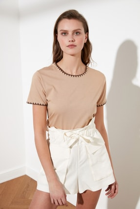 TRENDYOLMİLLA Camel Yakası Nakışlı Basic Örme T-Shirt TWOSS19AD0085 2
