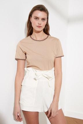TRENDYOLMİLLA Camel Yakası Nakışlı Basic Örme T-Shirt TWOSS19AD0085 3
