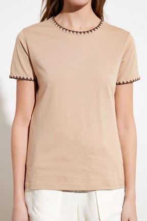 TRENDYOLMİLLA Camel Yakası Nakışlı Basic Örme T-Shirt TWOSS19AD0085 4