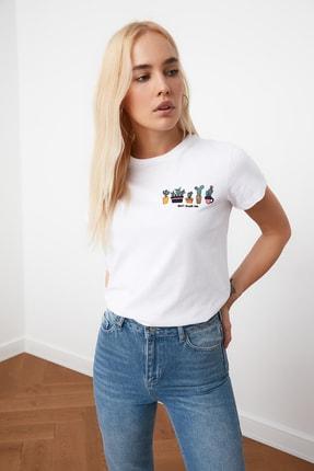 TRENDYOLMİLLA Beyaz Nakışlı Basic Örme T-Shirt TWOSS20TS0103 0