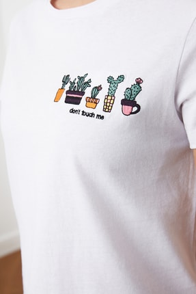 TRENDYOLMİLLA Beyaz Nakışlı Basic Örme T-Shirt TWOSS20TS0103 3