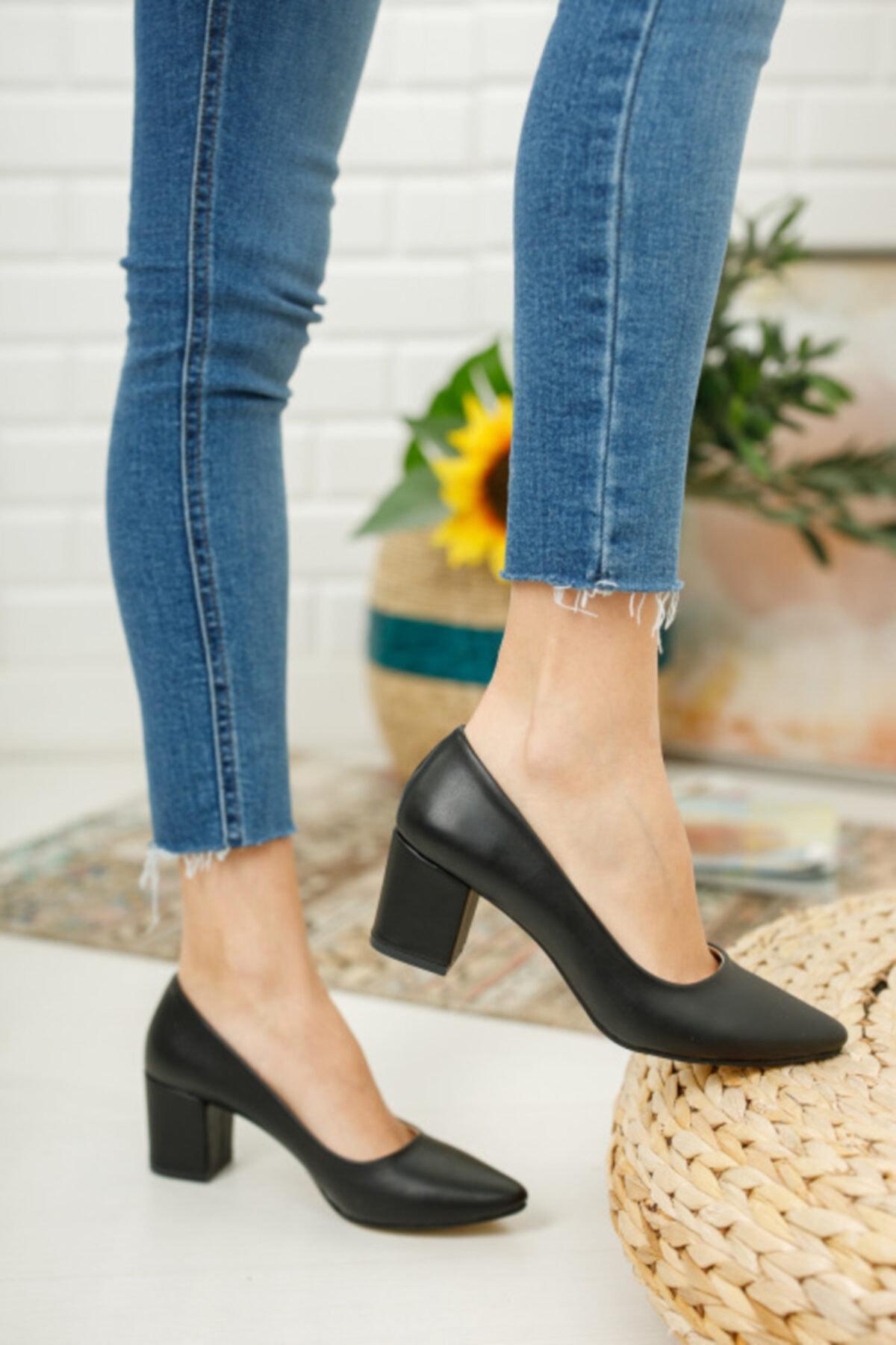 Kadın Siyah Kısa Kalın Topuklu Ayakkabı