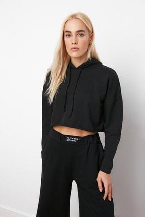 TRENDYOLMİLLA Siyah Kapüşonlu Crop Örme Sweatshirt TWOAW20SW0144 1