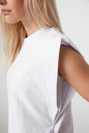 TRENDYOLMİLLA Beyaz Kolsuz Basic Örme T-Shirt TWOSS20TS0021 2