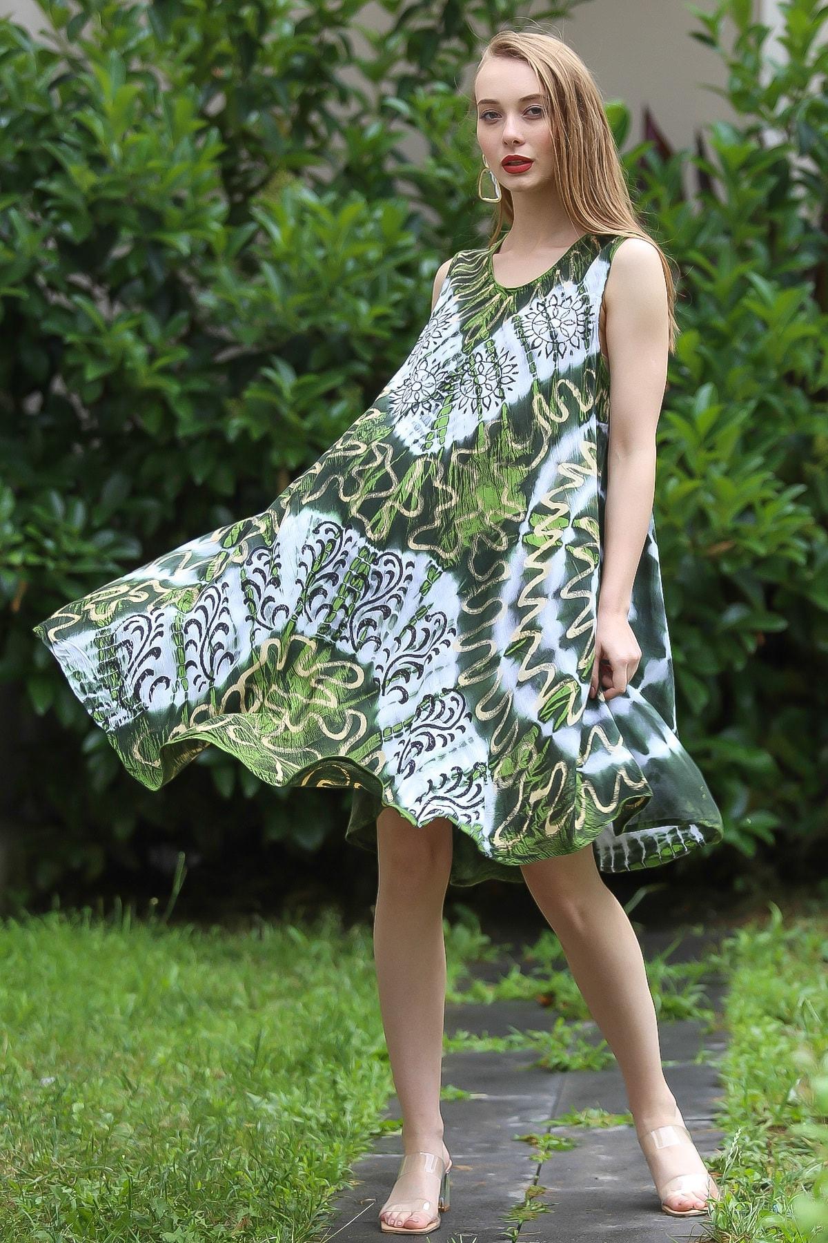 Chiccy Kadın Yeşil Bohem Batik Desenli Kolsuz Kloş Elbise M10160000EL96673 2