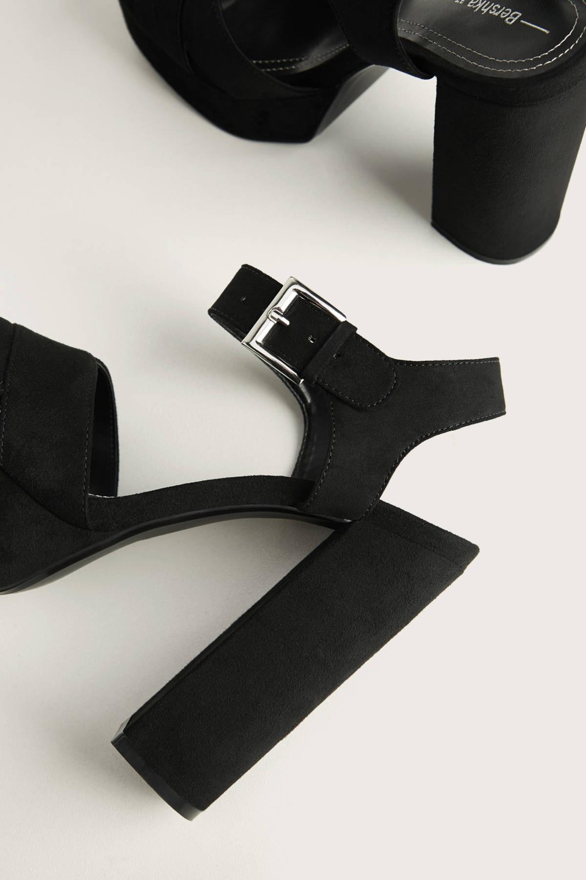 Bershka Kadın Siyah Platform Topuk Sandalet 11702660 2