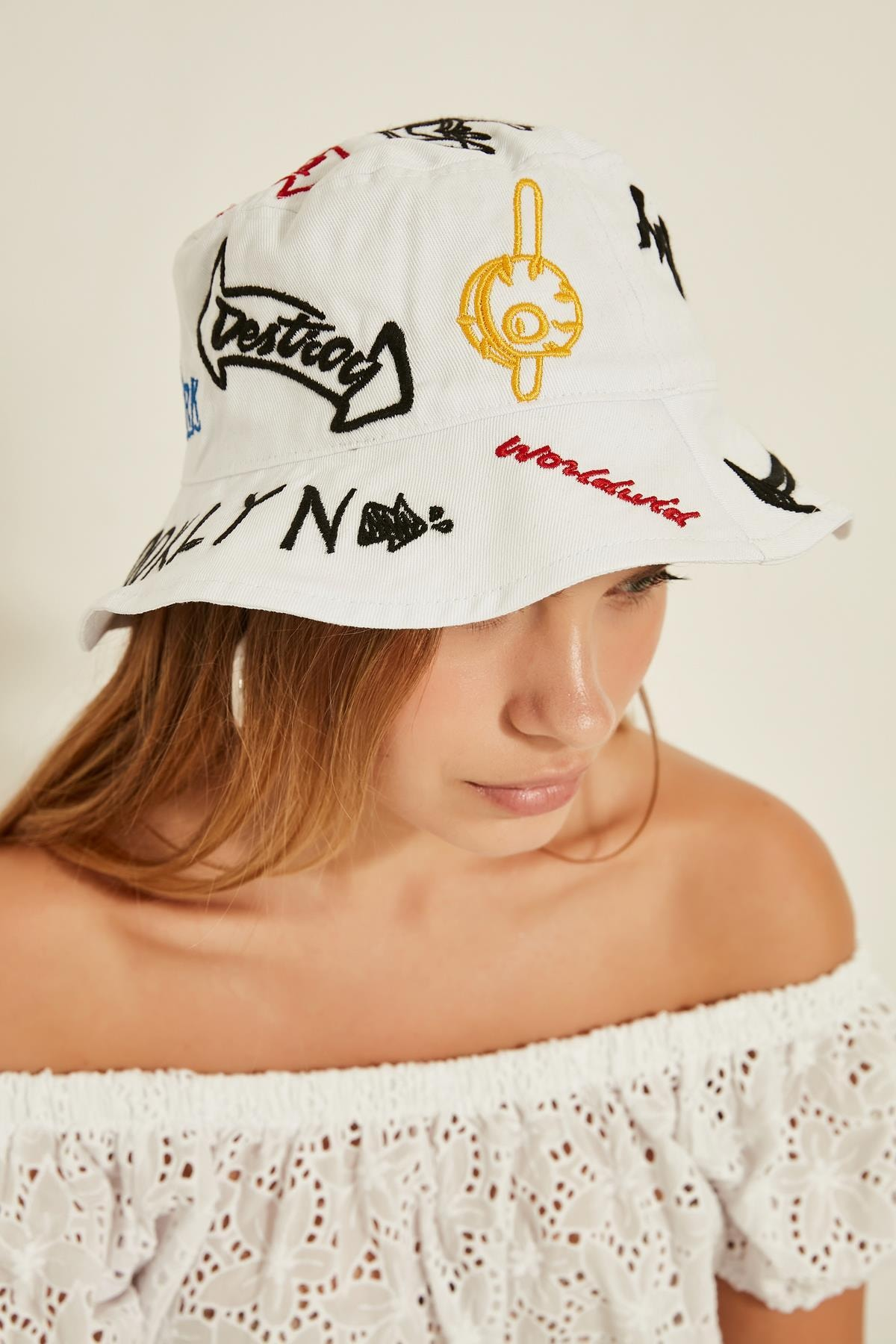 Y-London 13250 Nakış Detaylı Beyaz Bucket Şapka 1
