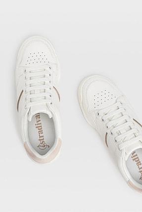 Stradivarius Kadın Beyaz Topuk Parçası Detaylı Spor Ayakkabı 19500670 1