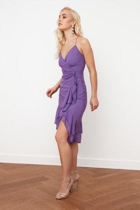 TRENDYOLMİLLA Mor Kruvaze Yaka Volanlı Şifon Elbise TPRSS21EL0143 2