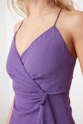 TRENDYOLMİLLA Mor Kruvaze Yaka Volanlı Şifon Elbise TPRSS21EL0143 4