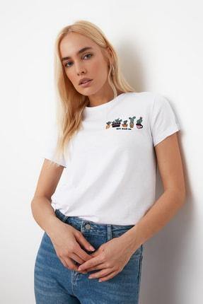 TRENDYOLMİLLA Beyaz Nakışlı Basic Örme T-Shirt TWOSS20TS0103 2