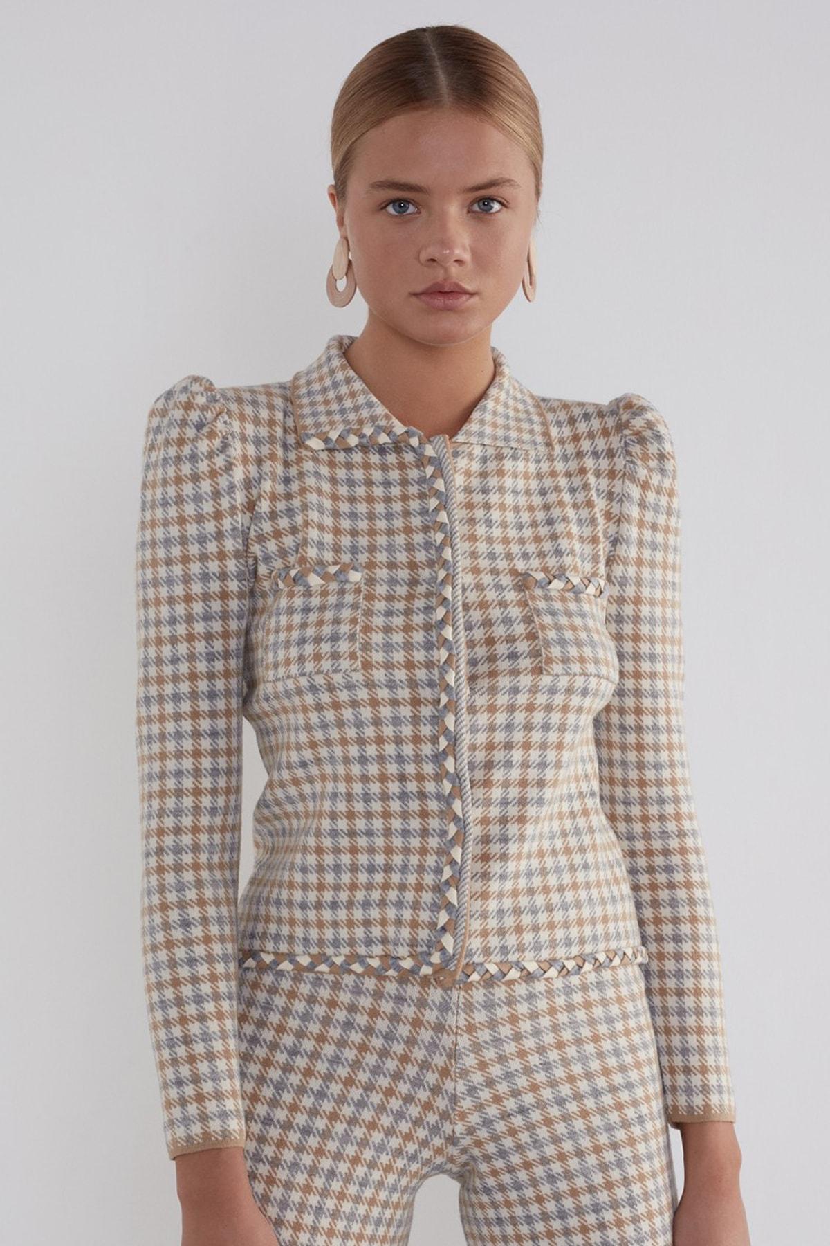 Kadın Bej Balon Kol Desenli Çıtçıtlı Triko Ceket