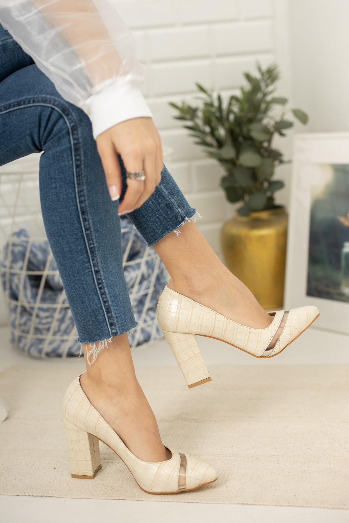 Favi Kadın  Bej Kroko Şeffaf Detaylı Klasik Topuklu Ayakkabı