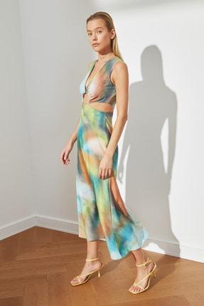 TRENDYOLMİLLA Çok Renkli Desenli Dekolteli Elbise TWOSS21EL3578 3