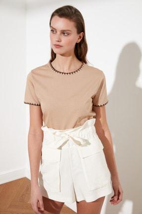 TRENDYOLMİLLA Camel Yakası Nakışlı Basic Örme T-Shirt TWOSS19AD0085 1