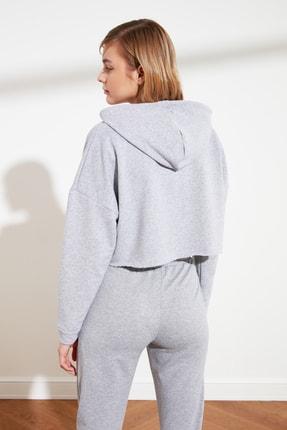 TRENDYOLMİLLA Gri Kapüşonlu Crop Örme Sweatshirt TWOAW20SW0144 3