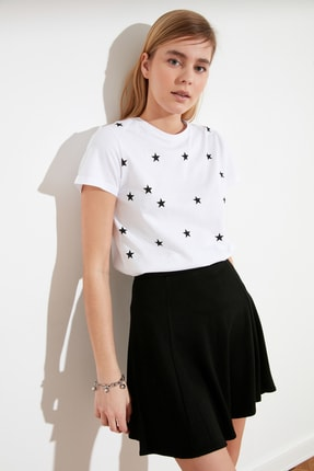 TRENDYOLMİLLA Beyaz Yıldız Baskılı Basic Örme T-Shirt TWOSS20TS0757 0